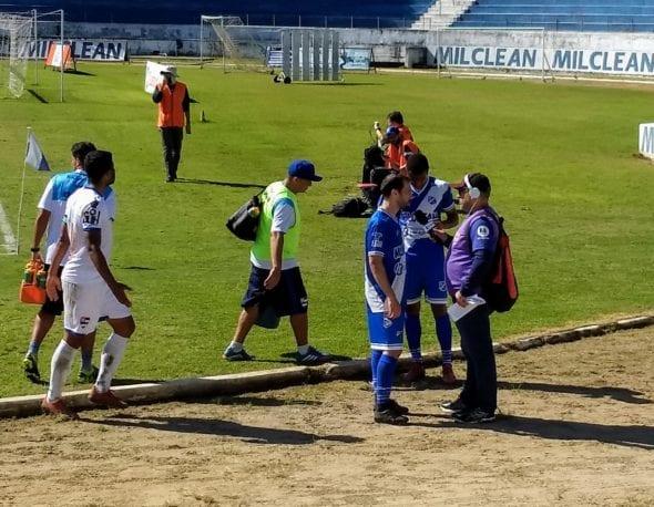 O estreante meia Branquinho, de 36 anos, concede entrevista após derrota do Taubaté na estreia da Copa Paulista
