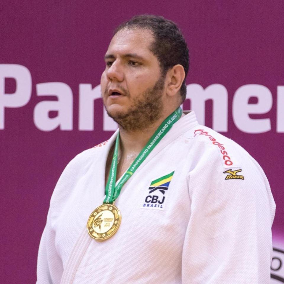 Rafael Silva com medalha de ouro