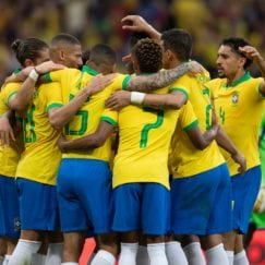 Jogadores da seleção comemoram gol