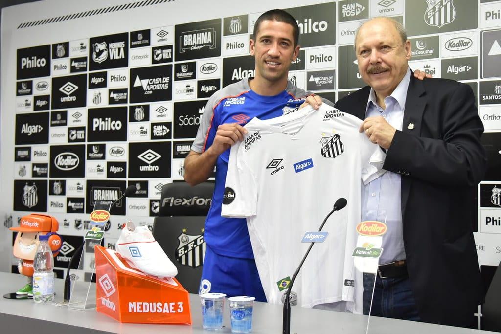 Evandro quer permanecer no Santos