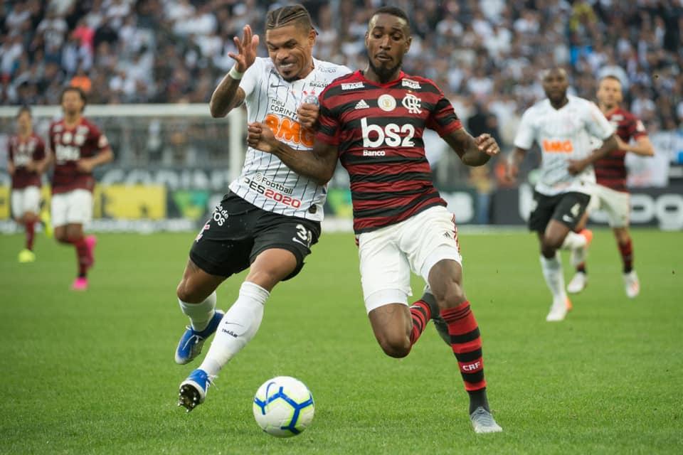 Flamengo em partida contra o Corinthians