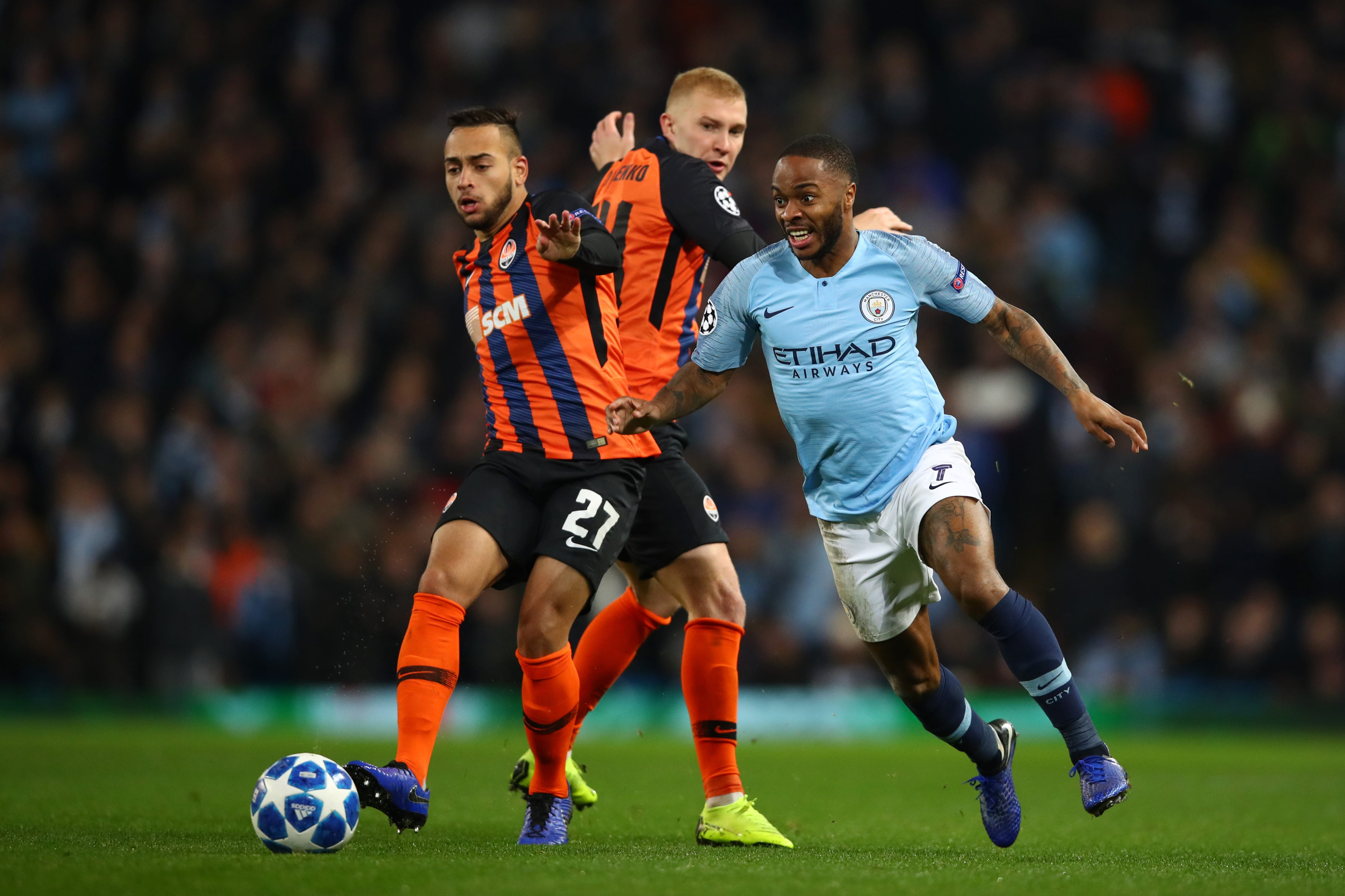 Maycon, do Shakhtar, contra Sterling, do Manchester City