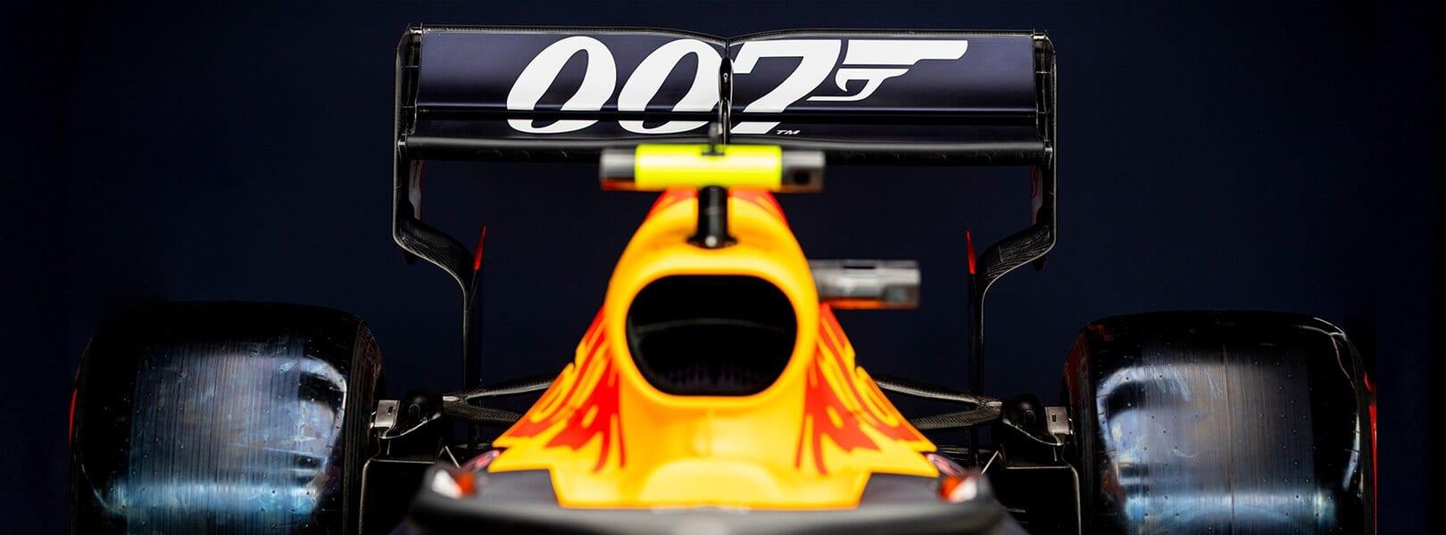 Carro da Red Bull com pintura do 007