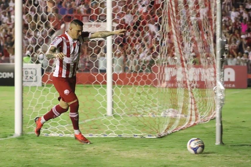 Rafael Oliveira comemora gol do Náutico na Série C