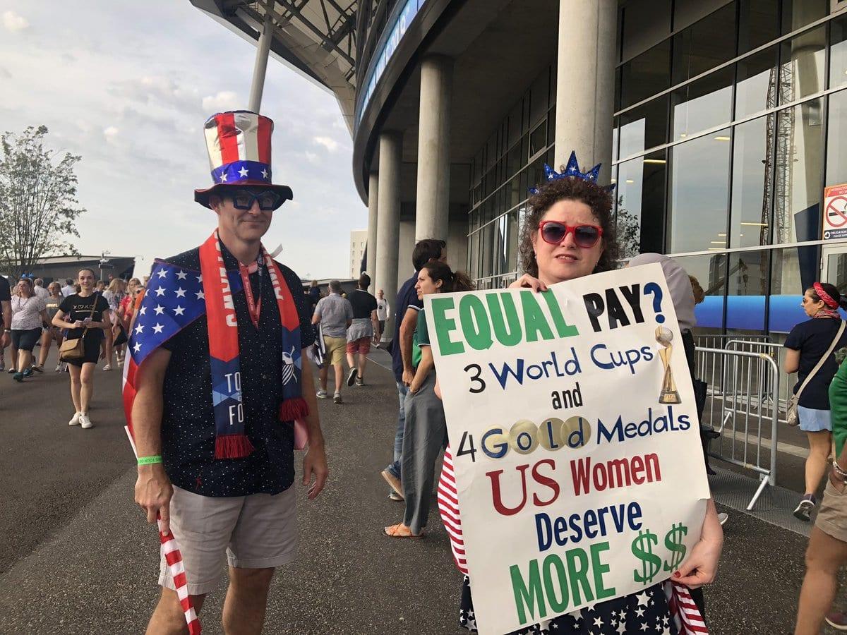 torcedoras-eua-protesto-igualdade-salarial