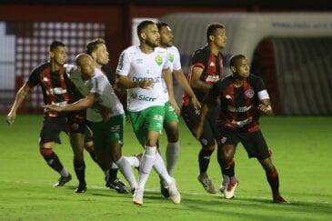 Vitória e Cuiabá duelando na Série B