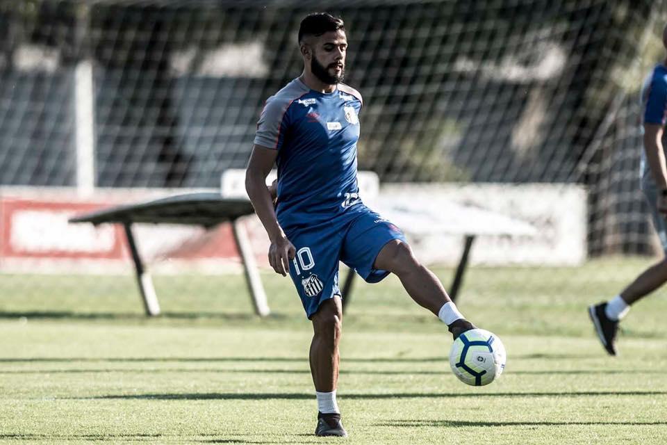 Felipe Jonatan, em treinamento no CT Rei Pelé (Reprodução/ Facebook Santos FC)