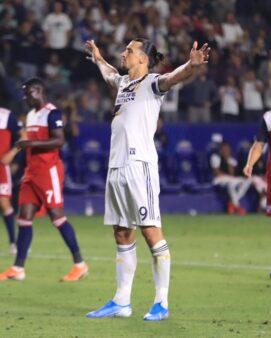 Ibrahimovic comemora gol na MLS