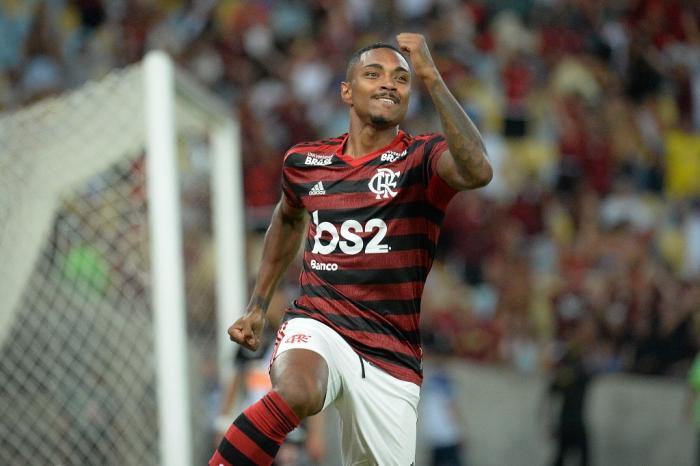 OPINIÃO: com Vitinho, veja escalação ideal do Flamengo contra o Inter