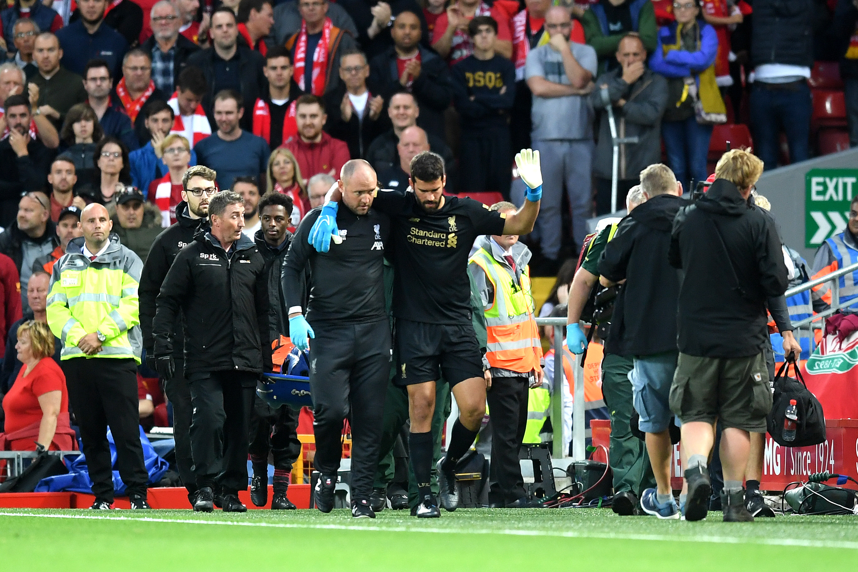 Alisson se machuca em Liverpool x Norwich