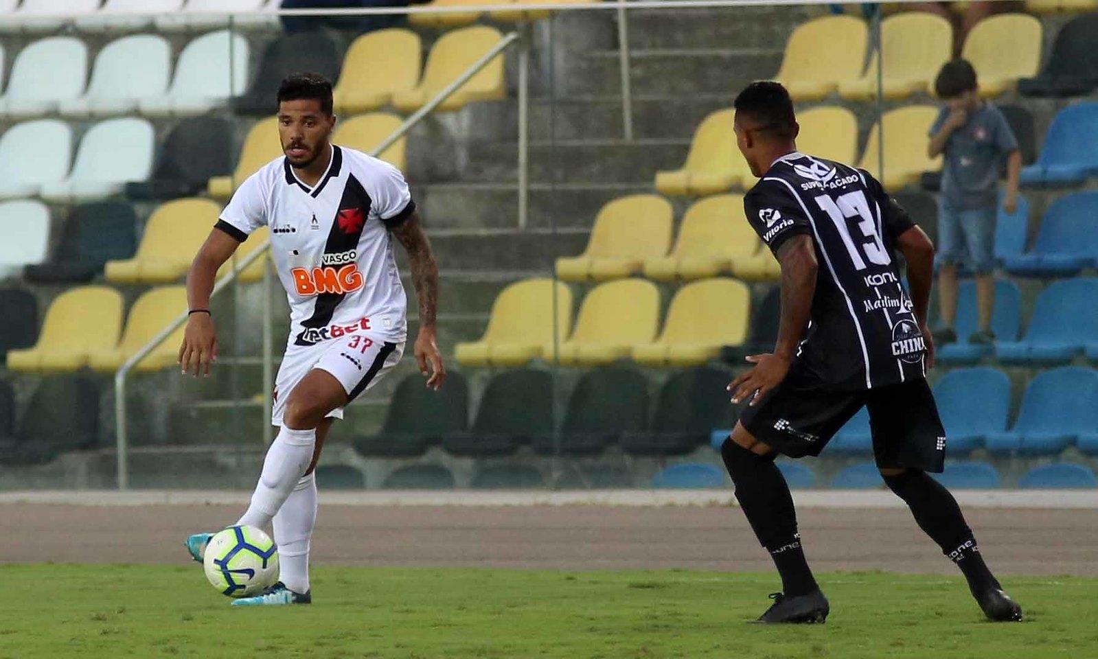 Henrique celebrou chance de ser titular do Vasco.