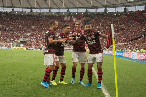 Flamengo relacionou 30 jogadores para o jogo com o Avaí.