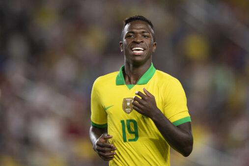 Vinicius Jr estreou pela seleção e jogou com Neymar, em Brasil x Peru