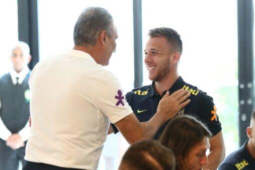 Arthur reiterou prazer de jogar pelo Brasil.