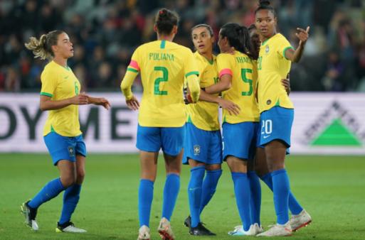 Debinha decide e Brasil vence Polônia amistoso