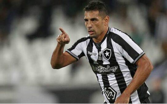 Diego Souza é um dos jogadores que defenderam os 4 grandes do Rio