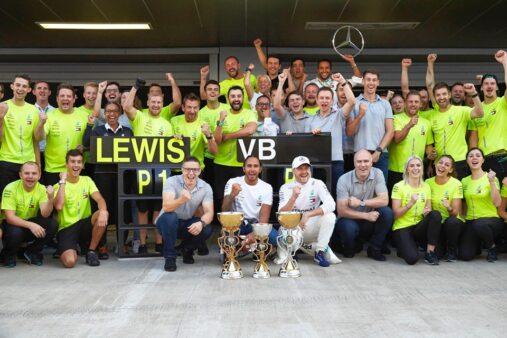 Reprodução /Facebook Oficial Mercedes-AMG Petronas Motorsport