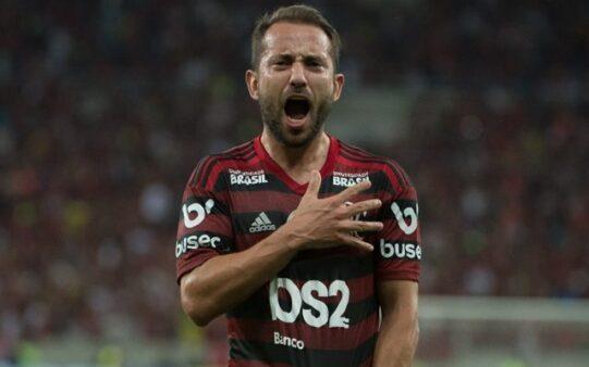 """Neto destaca importância de Everton Ribeiro no Flamengo: """"Melhor jogador do futebol brasileiro"""""""