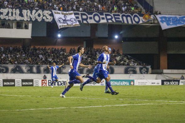 Uchôa (centro) celebra gol marcado em Remo x Paysandu - foto - Jorge Luiz/ascom Paysandu