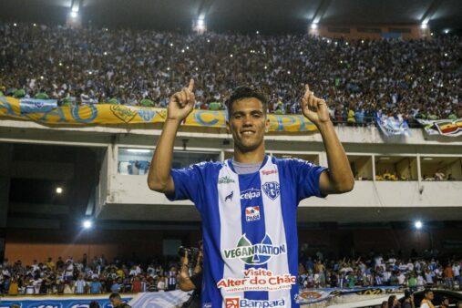 Vinicius Leite celebra classificação do Paysandu na Série C