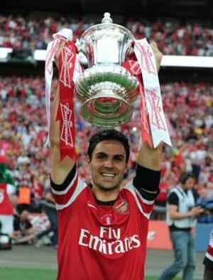 Arteta ajudou o Arsenal a quebrar uma seca de títulos. Na final, os Gunners venceram o Hull City.