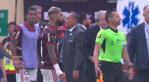 Gabigol foi expulso na final da Libertadores por conta de gesto obsceno.