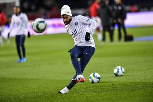 Neymar pode ser ausência na Champions.