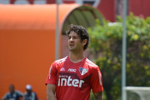 Pato pode ser titular do São Paulo contra o Corinthians
