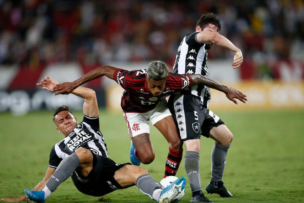Maurício Capela analisa o Botafogo, que chegou à zona de rebaixamento na 31ª rodada - Torcedores.com