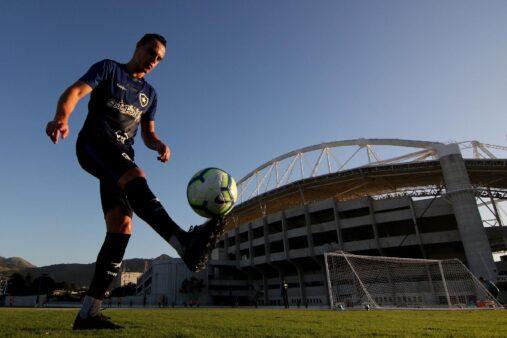 Victor Rangel em ação pelo Botafogo