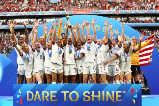 Seleção americana comemora título mundial; copa do mundo feminina ajudou a aumentar visibilidade do esporte feminino