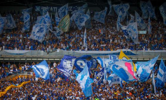 Raposa terá que ''juntar os cacos'' após o rebaixamento. Veja as notícias do Cruzeiro nesta segunda (9).