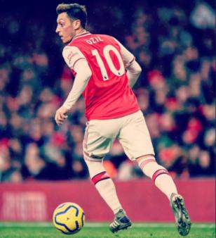 Mesut Özil criticou o governo chinês pelo tratamento contra osuigures