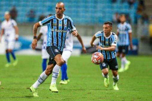 Diego Tardelli rescindiu contrato com o Gr~emio e deixou os jogadores surpresos