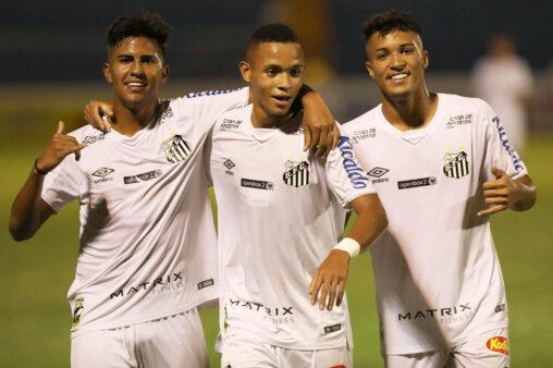 Santos promove cinco jogadores