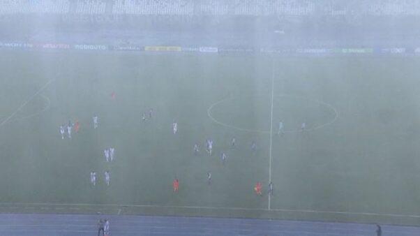 Momento em que a partida entre Botafogo e Resende foi paralisada