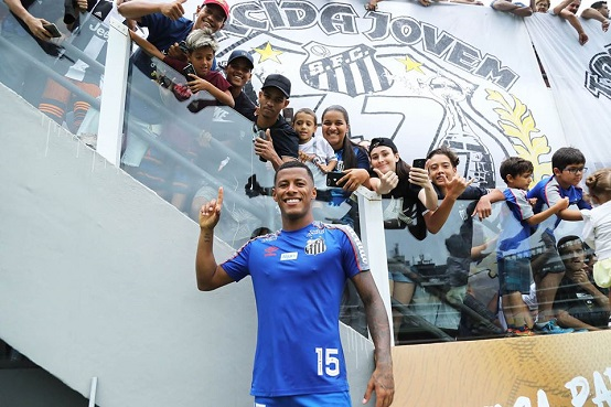 Santos promoveu treino aberto aos torcedores na Vila Belmiro antes da estreia no Paulistão (Foto: Reprodução/ Facebook Santos FC)