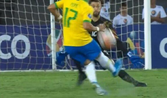 Pepê lamentou derrota do Grêmio na Copinha, mas apontou as promessas do elenco