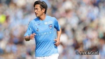 Aos 52 anos, Kazu renova com o Yokohama e vai jogar sua 35ª temporada na carreira