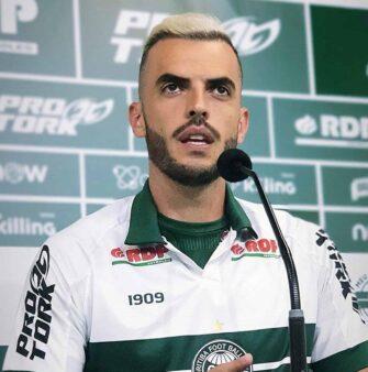 "Rhodolfo é apresentado no Coritiba: ""Espero honrar a camisa como sempre fiz nos clubes por onde passei"""