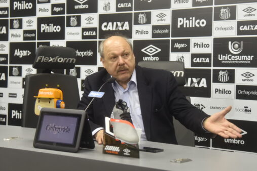 Peres reclama com comparações com o Cruzeiro
