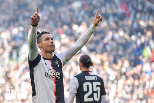 """Imprensa italiana se rende a Cristiano Ronaldo e chama português de """"salva-vidas"""" da Juventus"""