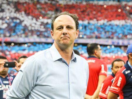 """Após derrota na Copa Sul-Americana, Rogério Ceni diz: """"Vamos pra dentro deles da mesma forma que fomos aqui"""""""