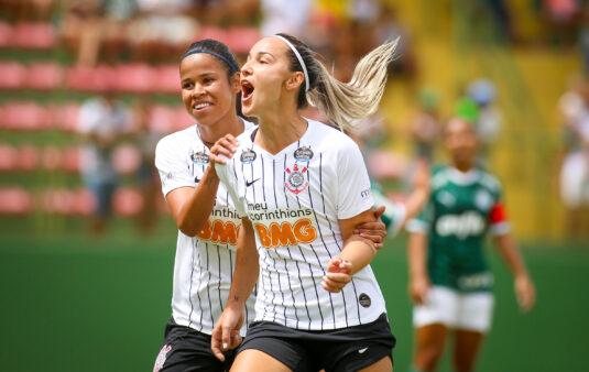 Atacante do Corinthians convoca torcida para primeiro jogo em casa pelo Brasileiro Feminino