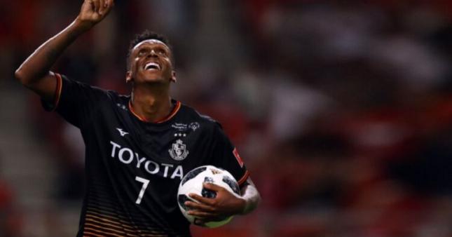 Atacante Jô esteve tratando lesão no Flamengo