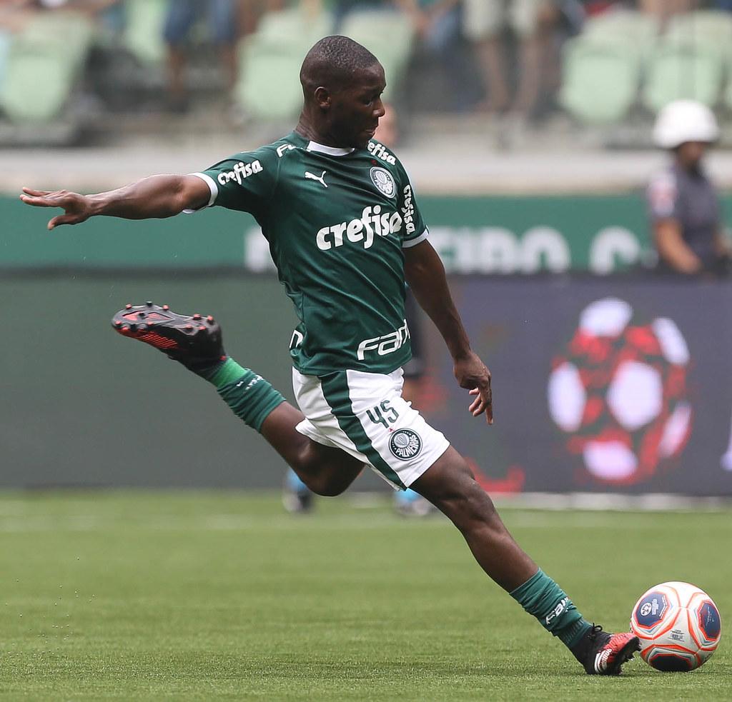 Patrick de Paula é eleito o melhor em campo na vitória do Palmeiras