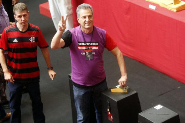 Torcedores do Flamengo criticaram Rodolfo Landim pela frieza em relação à tragédia que vitimou dez adolescentes - imagem: reprodução/Flamengo
