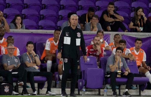 Tiago Nunes vem sendo contestado no Corinthians.