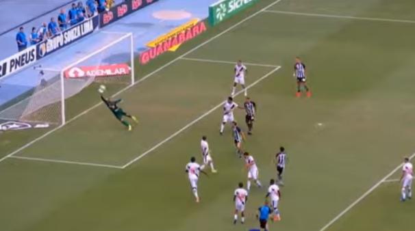 Vasco e Botafogo duelam neste domingo (2).