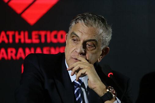 Mário Celso Petraglia concedeu férias aos funcionários do Athletico Paranaense por causa do coronavírus